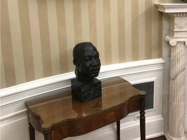 Martin Luther King-bust-Oval-Office-Andrew Ochudzawa